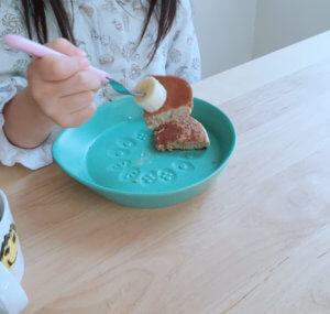 ご飯を食べないでお菓子ばかり食べたがる子供
